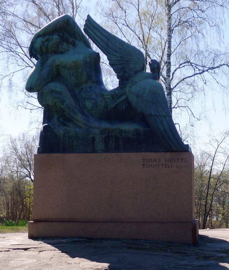 Aarre Aaltonen: Ilmatar ja sotka, 1946 - Mechelinin katu (Sibeliuksen puisto) - M Villikka 2016