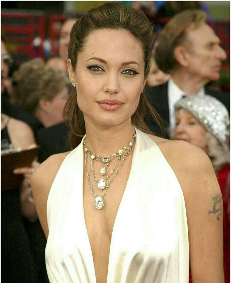 Pin di JN su Angelina!! | Angelina jolie, Style, Moda