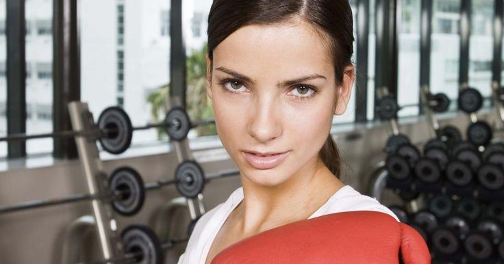 Como se preparar para uma luta de boxe amadora. O boxe é um esporte de alta intensidade que requer que todos os lutadores, incluindo pugilistas amadores, estejam em sua melhor forma. Comece a se preparar para uma luta com um mês de antecedência, exercitando-se diariamente. O sucesso no ringue é proporcional à intensidade do seu treino. O boxe amador tem lugar nos Jogos Olímpicos, e o Campeonato ...