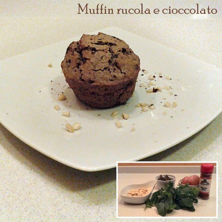 Giocando con il forte contrasto della rucola e del cioccolato, ho creato un muffin dal sapore insolito e delicato con un tocco classico alla mandorla