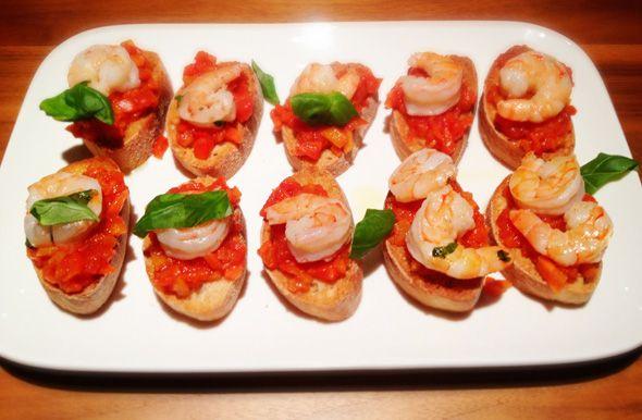 Een lekkere variant op bruschetta met tomaat! Als hapje, voorgerecht of gewoon als snack. Gezellig binnenshuis of op terras, in de tuin met een glaasje wij
