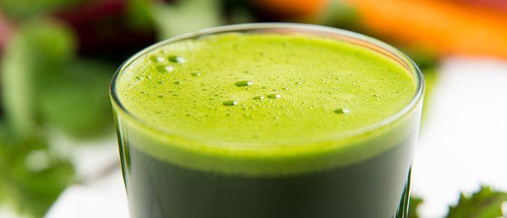 Suco de Couve! 2 laranjas  3 folhas de couve  1 pedaço de gengibre  1 litro de água