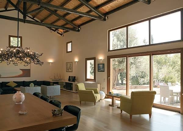 Spacious living room with high ceilings and our wooden windows!  #interSCALA #wooden #windows