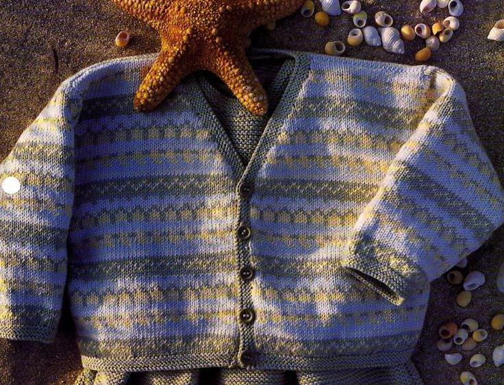 Un joli gilet en jacquard à tricoter pour bébé, accompagné du bonnet assorti : Tailles : 3 - 6 - 12 mois Aiguilles N° 2 - 2,5 et 3 La combinaison, les chaussons et le bonnet bleus La combinaison et les chaussons roses La combinaison blanche La combinaison...