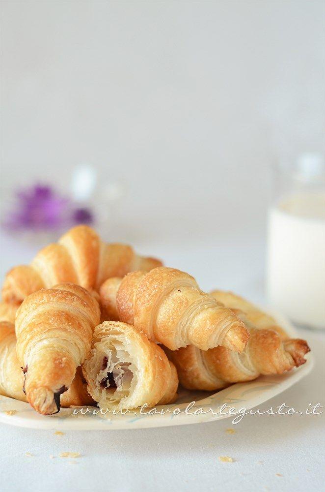 Croissant di pasta sfoglia  http://www.tavolartegusto.it/2013/06/21/croissant-di-pasta-sfoglia/