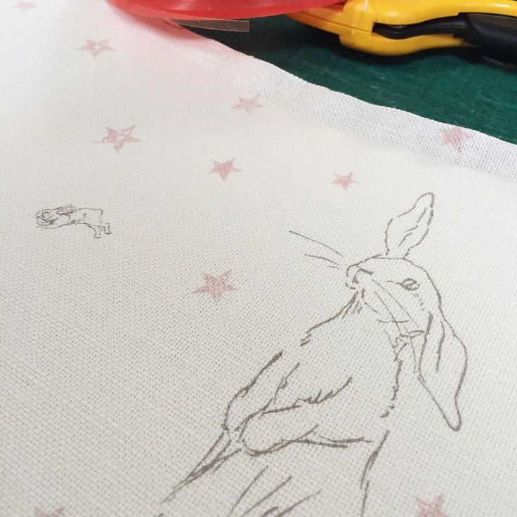 Das süßeste Kaninchen All Star Leinen auf dem Arbeitstisch heute. So beliebt für kleine … -…