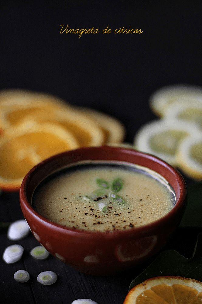 Vinagreta de cítricos -  Nada más versátil que una vinagreta para aportar frescor y ligereza a una ensalada. En esta época que los árboles cítricos nos inundan de deliciosas y jugosas naranjas, mandarinas y limones, os recomendamos probar esta deliciosa vinagreta.  Podéis jugar con los sabores, variar las proporciones en función de vuestros gustos personales. Esta vinagreta es deliciosa sobre ensaladas de lechugas variadas a las que podéis añadir pollo o marisco.