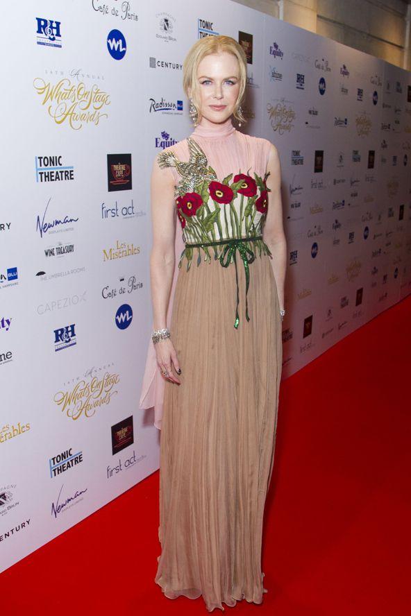 A 48 éves színésznő lélegzetelállító ruhában a vörös szőnyegen. Nicole Kidman Gucci dress