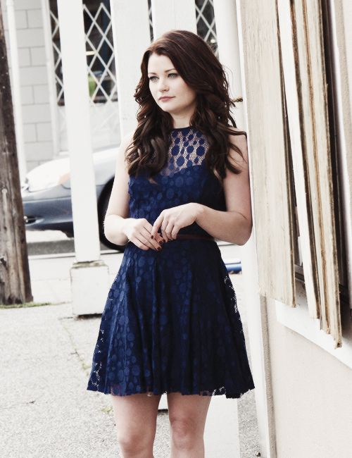 Belle, Emilie De Ravin AKA Claire Littleton from Lost.I always though she was hotter as a brunette