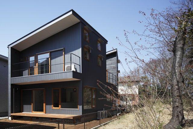 外観(昼)3(森を眺める黒い家)- 外観事例