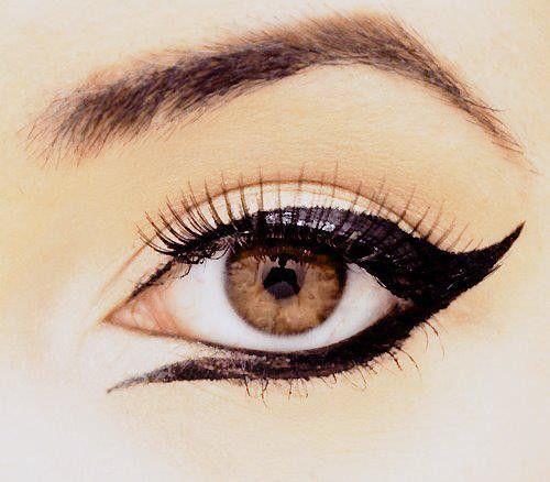 DifferentEye Makeup, Cat Eye, Brown Eye, Dramatic Eye, Wings Eyeliner, Beautiful, Makeup Eye, Eyemakeup, Eye Liner