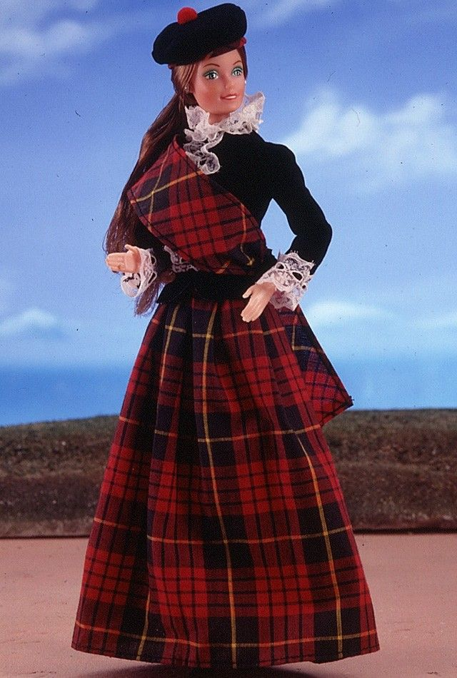 scottish 174 doll 1st edition 1981 wears a plaid