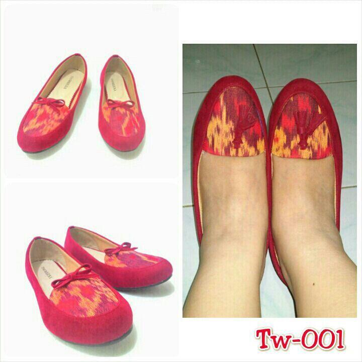 Sepatu tenun mix suede, uk. 36 mix 41, minat hub. Ke Facebook: shop lombok, Instagram: tenun_dan_mutiara_sasak, watsap:  087865461834, pin BB: 7DAC95EC
