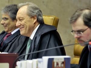 Supremo decide que é constitucional Lei da Ficha Limpa e já vale para as eleições desse ano.