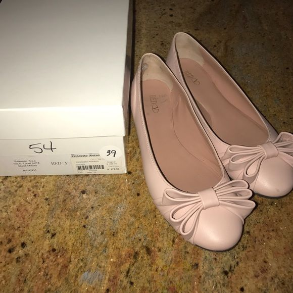 Shop Women's RED Valentino Pink size 9 Flats & Loafers at a discounted price at Poshmark. Description: Pretty I pink Valentino Red flats with bows. Worn only 2 times. Purchased from the Valentino outlet.. Sold by lyssbeezy. Fast delivery, full service customer support.