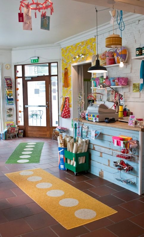 Like the fresh colors, this is somewhat what I am envisioning for my own store.