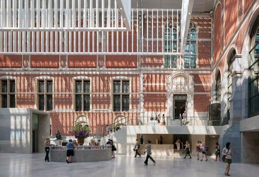 Nel 2000, al fine di rinnovare il museo, il vecchio edificio gotico-rinascita, progettato dall'architetto olandese Pierre Cuypers nel tardo 19 ° secolo, è stato chiuso.  Dopo un concorso internazionale, lo spagnolo Cruz y Ortiz Arquitectos fu incaricato di progettare la nuovo Rijksmuseum