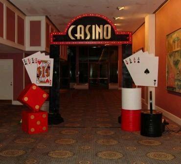 casino themed prom invitations | Pensabas en una alfombra roja al ingreso al casino de tu fiesta, esta ...
