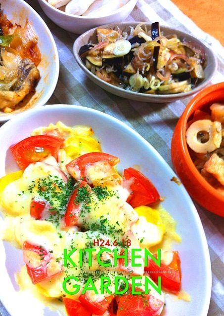 最近太ったので炭水化物を抜いてみた。副菜の作り過ぎとも言える。ついつい、野菜を買ってしまうのが問題かも。 - 1件のもぐもぐ - ズッキーニとトマトのチーズ焼き、切り干し大根煮物、白身魚のレンジ蒸し、ジャコとミョウガのサラダ by AkiHiroshima