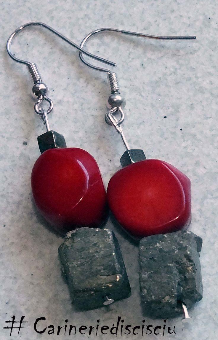 Corallo e Pirite come oro.    https://www.facebook.com/Carinerie.scisciu/  #carineriediscisciu, #scisciu, #coral, #corallo, #pyrite, #pirite, #orecchini, #earrings, #handmade  http://carineriediscisciu.blogspot.it/