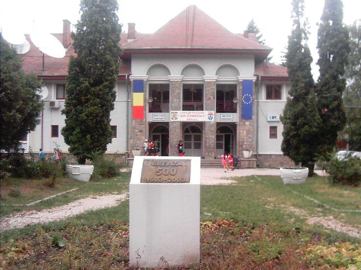 """Sediul pentru Biblioteca Dan Grigorescu Breaza este în Casa de cultură """"Ion Manolescu"""" din Breaza. Biblioteca Dan Grigorescu Breaza a fost fondată în 1938 de generalul Ion Manolescu, iar astazi continuă activitatea bibliotecii Casei Naţionale."""