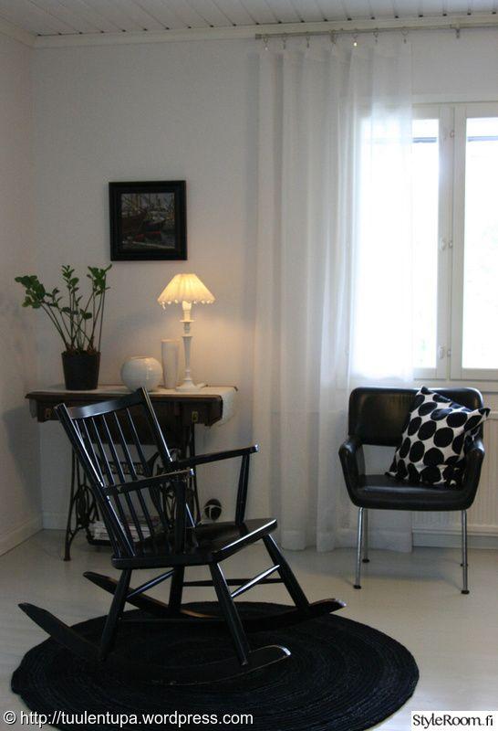 keinutuoli,olohuone,musta,huonekalut,remontti