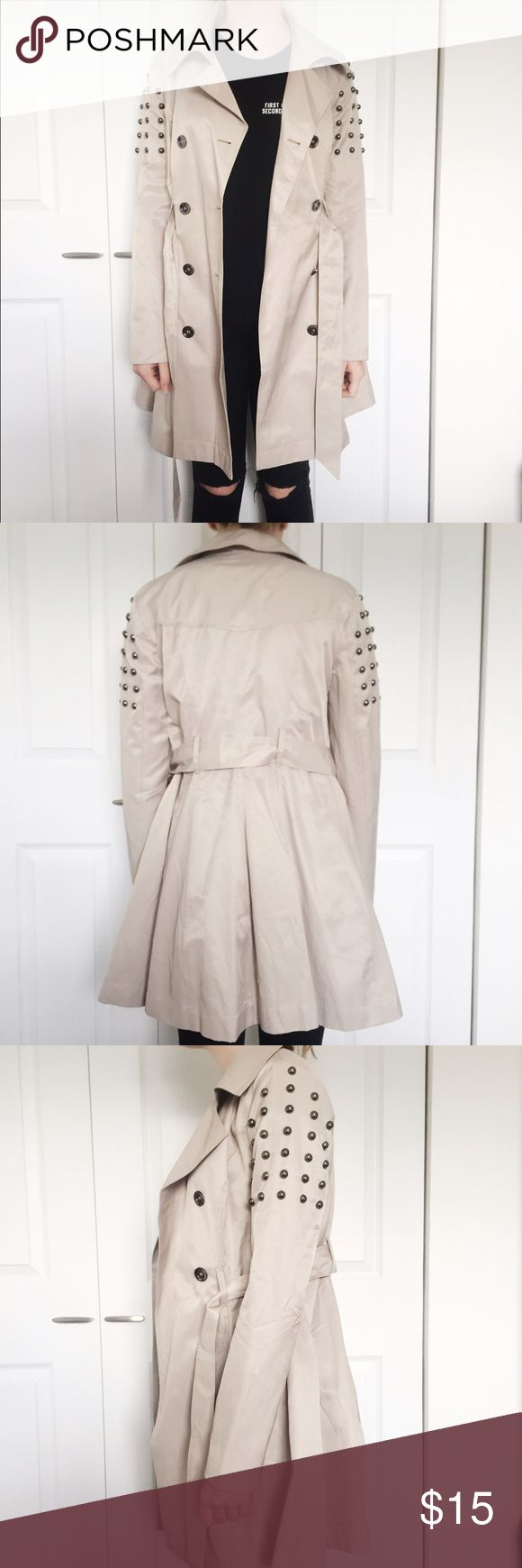 Pretty Little Liars Aeropostale Studded Trenchcoat Beige trench coat from Aeropostale's Pretty Little Liars collection. Barely worn, size small, includes extra buttons Aeropostale Jackets & Coats Trench Coats