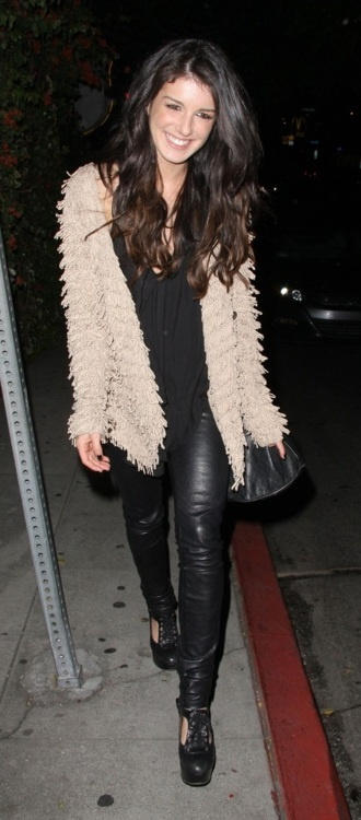 shenae grimes. love this outfit.