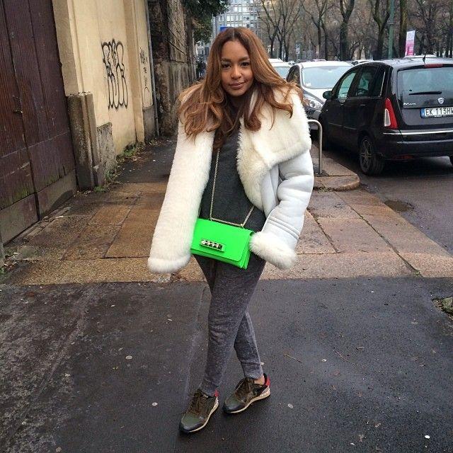 Sunday fit #cynthiaandparker sweater #haiderackermann coat #sandro pants #valentino trainers and bag ✨