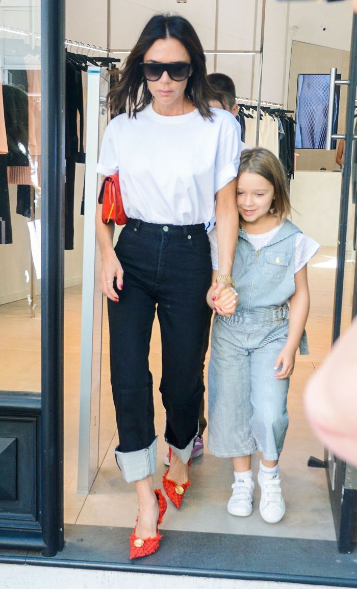 The New 2019 Victoria Wears White In A Beckham Tee And Way Jeans wZXiuOkPT