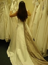 Consignment Shop Takes Wedding Gown Beach Wedding Venues Pinterest