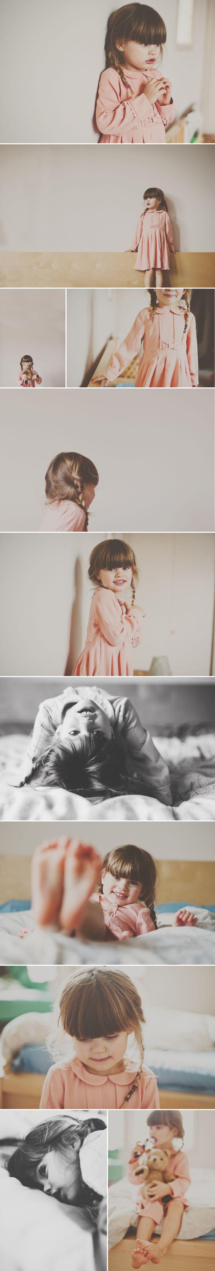 La niña a un lado. Los colores, sencillez.
