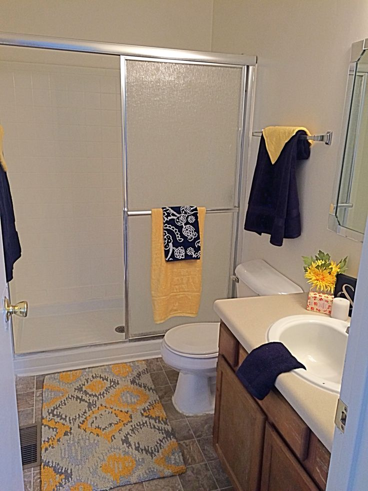 Apartment mini models: Used yellow and navy to brighten this master bath.