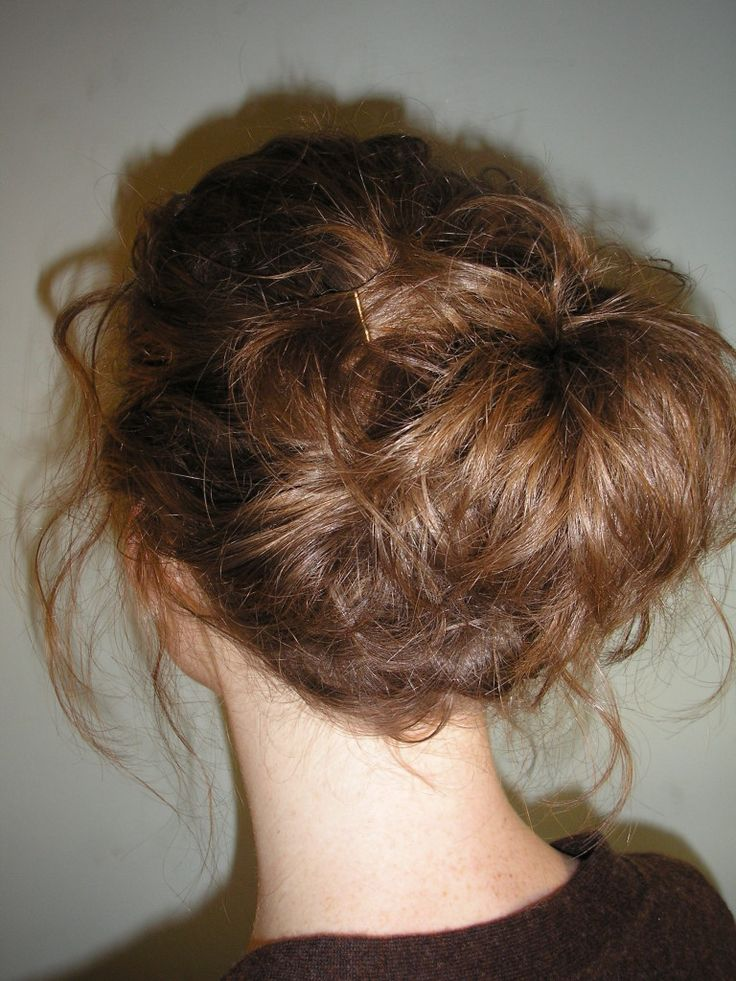 How to do an Easy Updo for Short Hair - A messy pony tail