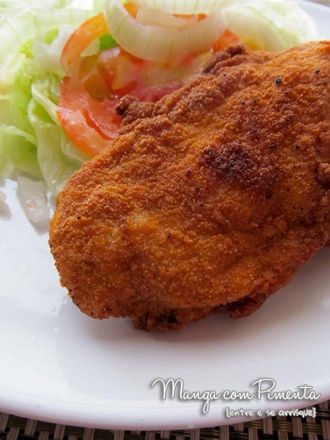 Frango à Milanesa, perfeito para uma refeição gostosa sem se preocupar com a balança. Clique na imagem para ver a receita no blog Manga com Pimenta.
