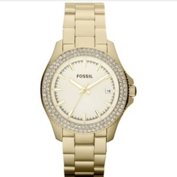 Fossil gold watch Good condition and lightly worn :) just a gift from an ex bf so don't really want it around anymore  am I right ladies? Fossil Jewelry