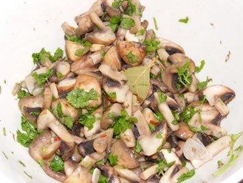 Das perfekte Champignonsalat mit Olivenöl extra vergine und Champignons braun-Rezept mit Bild und einfacher Schritt-für-Schritt-Anleitung: Champignons…