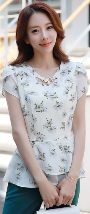 StyleOnme_Pearl Accent Tulip Sleeve Flared Blouse #floral #feminine #elegant #blouse #koreanfashion #kstyle #kfashion #seoul #dailylook #summertrend