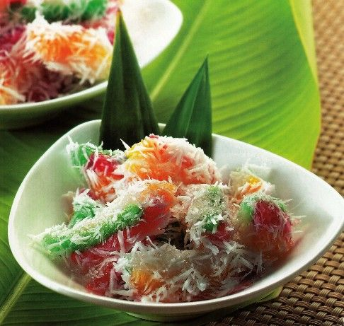Cenil -   Roll tapioca dessert which are very delicious snacks for in the evening after diner. It's welcome anytime. The sweet taste together with the grated coconut brings the taste more livelily.