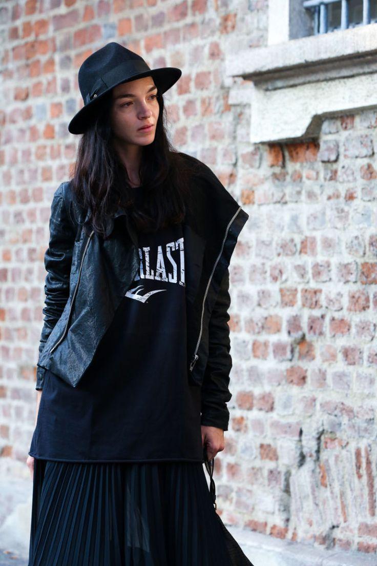 48 Best B L A C K W H I T E Images On Pinterest Fashion Weeks Tendencies Tshirt Ny Life Hitam The Of Milan Street Style