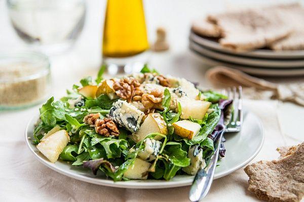 Салат из груши с голубым сыром