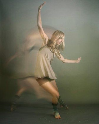 I really want to start doing photography with movement. Isn't this just beautiful?