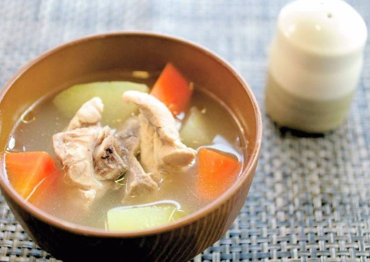 沖繩料理:排骨湯(ソーキ汁)
