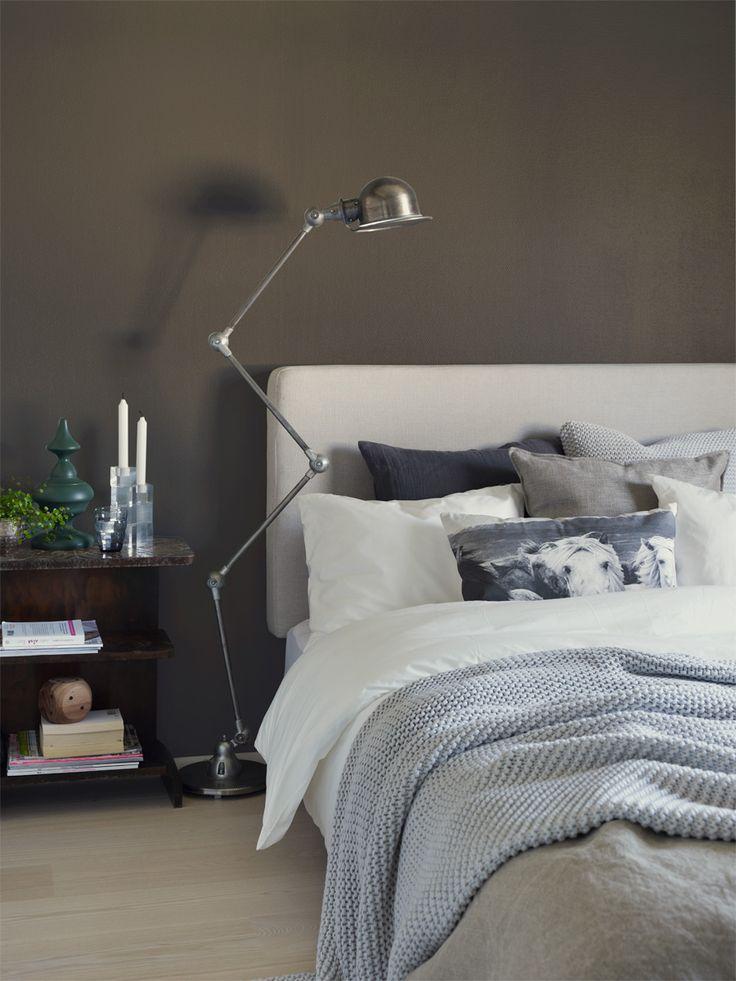 Storbygrå FR1212 fra Fargerikes Favoritter, er en mørk, elegant og sofistikert nyanse av greige. Fifty Shades of Greige - Fargerike