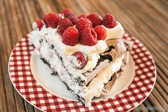 Sjokoladepavlova med bringbær og krem   Millas Mat