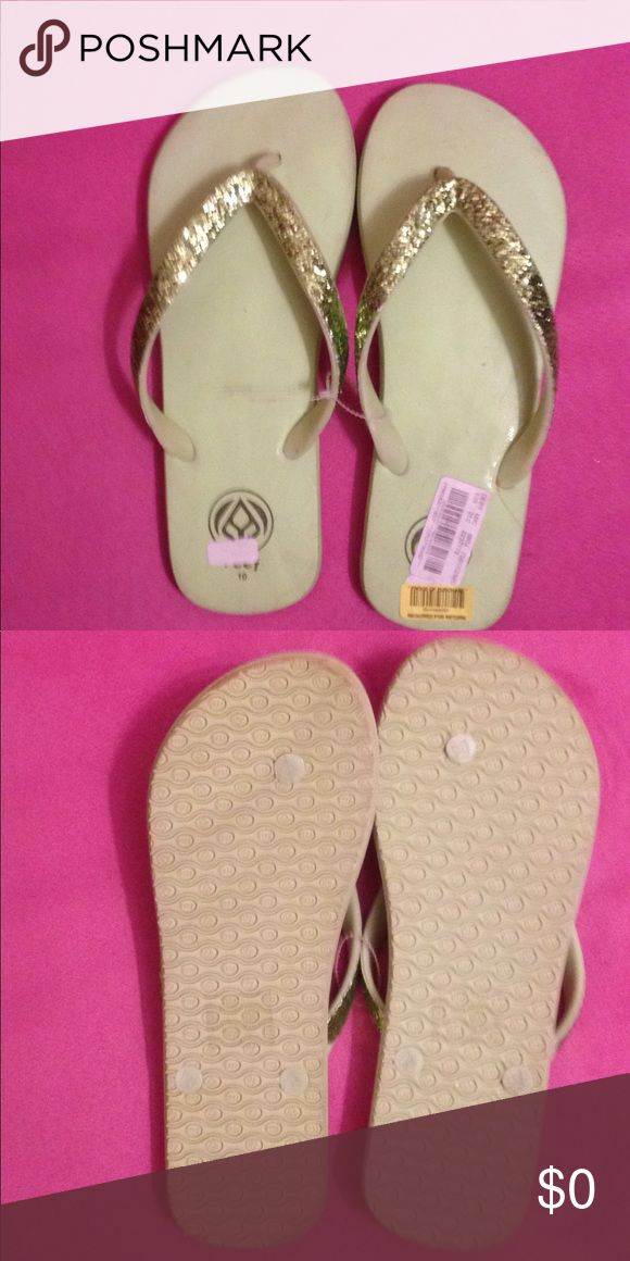Reef flip flops never worn new, just a little dust Reef flip flops never worn new, just a little dust...FREE WITH A PURCHASE ...LIMIT OF ONE FREE ITEM PER ORDER. Thank you Reef Shoes Sandals