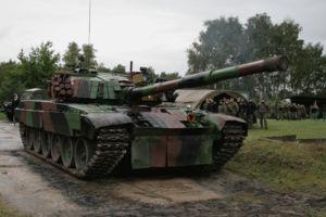 El PT-91 Twardy (en polaco: Duro o Fuerte) es un tanque polaco desarrollado a partir del T-72M; a comienzos de los años 1990 por la fábrica de maquinaria Bumar Łabędy, como un esfuerzo para estandarizar y actualizar a sus T-72 a los estándares de los carros de la OTAN.