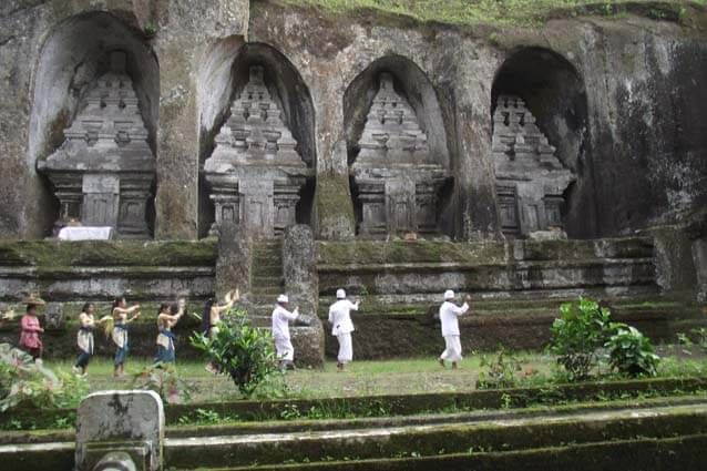 """Gunung Kawi Temple in Gianyar Regency"" DISCUSSING about tourist attractions in Bali is never going to run out, because Bali is a haven for tourists not just Indonesia world. Indeed most of the tourism in Bali is the beach, Bali also has a cool destination and full of culture. In Ubud, Gianyar regency we can"