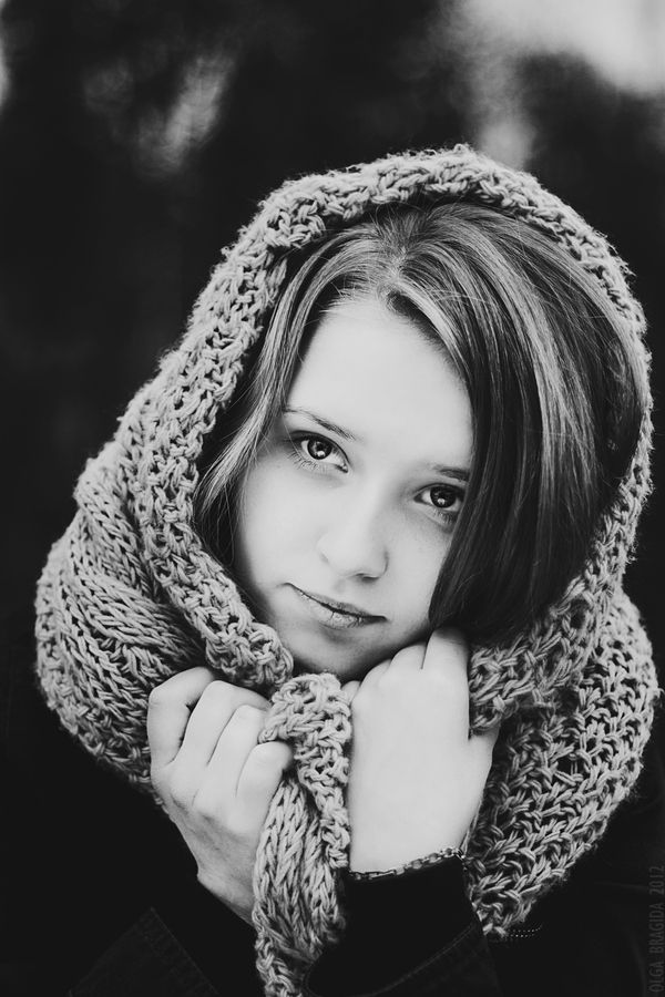 I love how the scarf frames the face and in black and white looks beautiful. Untitled by Olga Bragida, via 500px