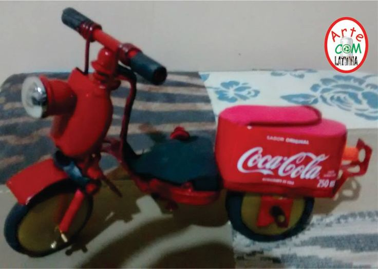 Lambretinha de sucata e latinha de refrigerante. Veja mais fotos em https://web.facebook.com/Miniaturas-de-Motos-440754496290423/